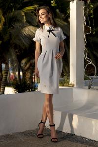 Elegancka sukienka z wstążką l234